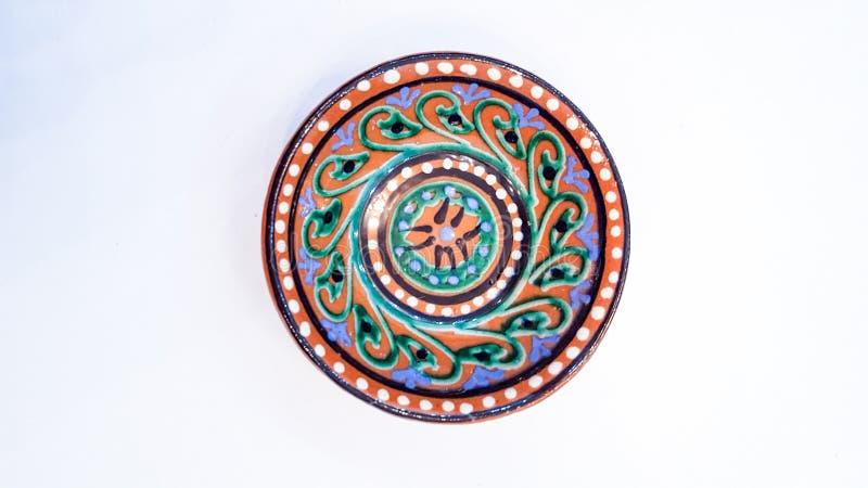 乌兹别克人瓦器-陶瓷做的碗吉日杜万,在布哈拉附近在,他们强调温暖的金黄和棕色颜色 免版税图库摄影