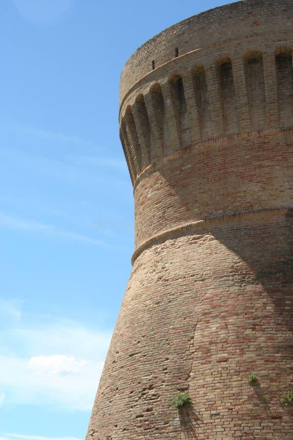乌尔比萨利亚墙壁伟大的塔,马尔什,意大利 免版税图库摄影