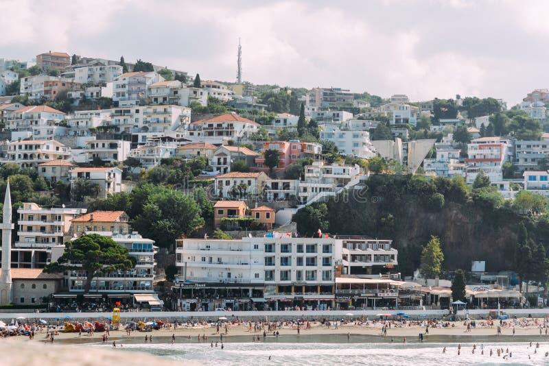 乌尔齐尼,黑山 从老堡垒的看法 乌尔齐尼的市中心,堤防,海滩 免版税库存图片