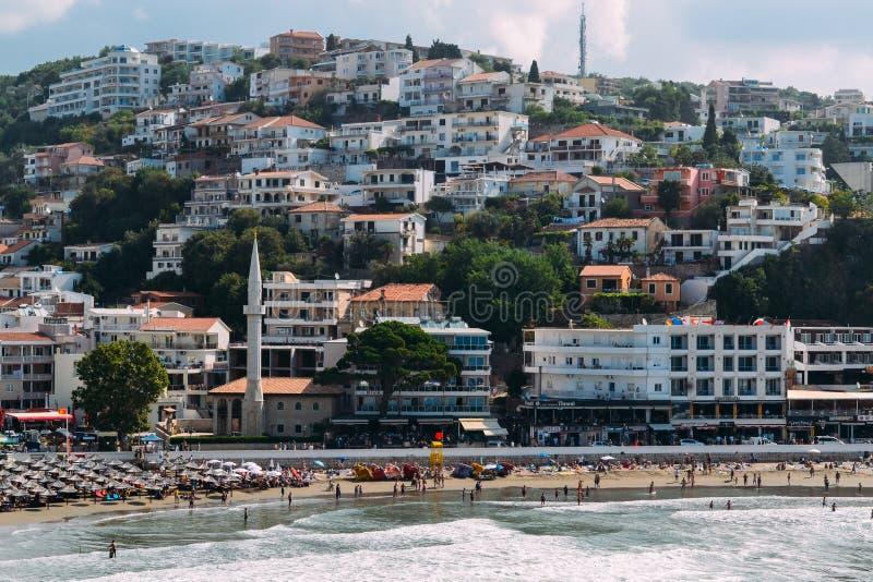 乌尔齐尼,黑山 从老堡垒的看法 乌尔齐尼的市中心,堤防,海滩 免版税库存照片