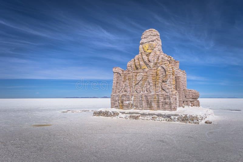 乌尤尼盐沼盐舱内甲板- 2017年7月20日:巴黎达喀尔拉力赛,玻利维亚地标在乌尤尼盐沼盐舱内甲板的 图库摄影