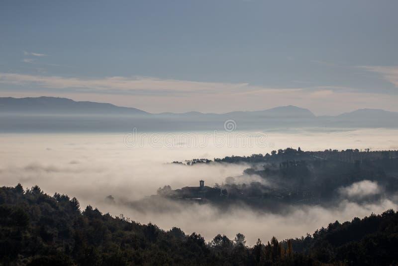 乌布里亚意大利小城的超现实观 库存照片