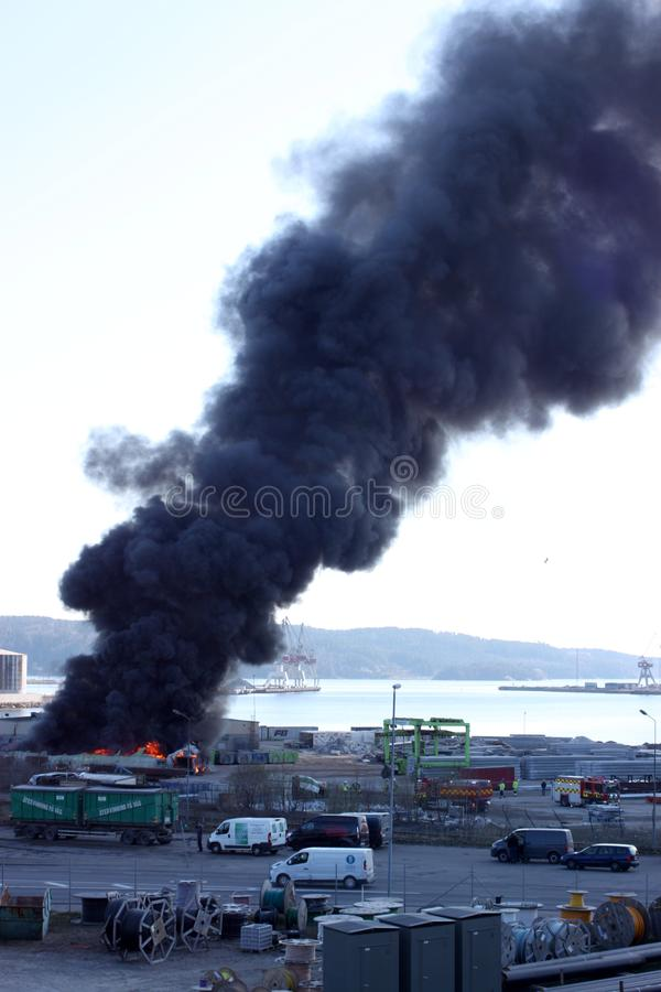 乌德瓦拉,瑞典,2019年4月15日:火在Uddevallas港口 免版税库存照片