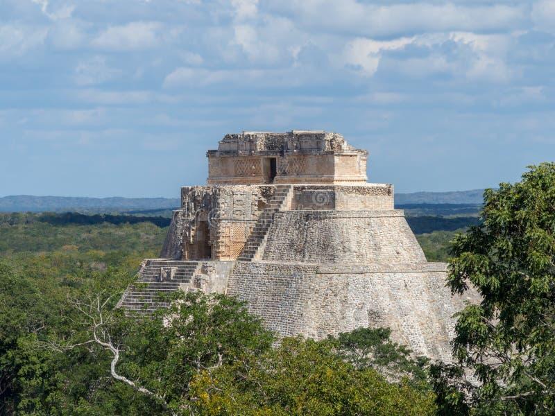 乌斯马尔,梅里达,墨西哥,美国[魔术师伟大的金字塔在乌斯马尔考古学站点,旅游目的地,印度阿兹台克玛雅 库存照片
