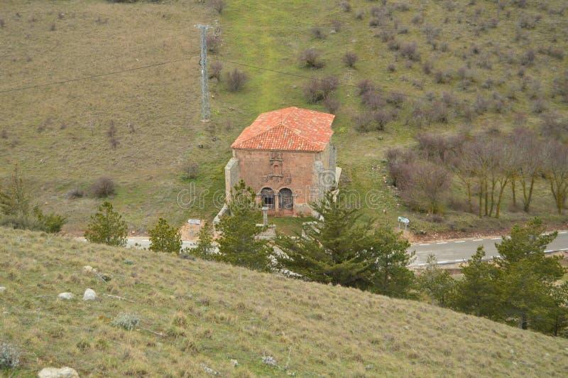 乌米利亚德罗偏僻寺院的美丽的景色从上流的在梅迪纳塞利村庄  建筑学,历史,旅行 库存图片