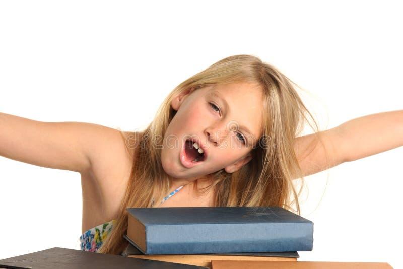 乏味女孩阅读程序 免版税库存图片