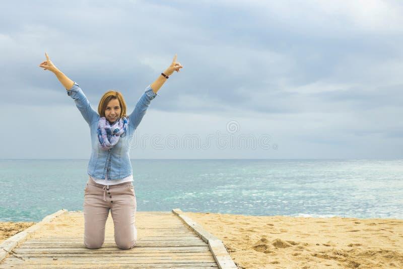 乐观生活方式 一名正面妇女的力量 免版税库存照片