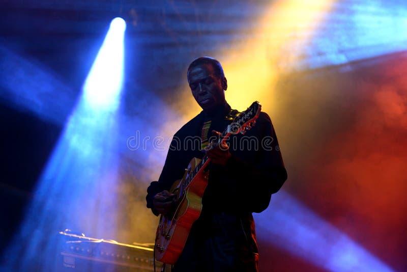 乐队猴面包树蓬松卷发古巴加勒比融合带在音乐会执行在Primavera声音2016年 免版税库存照片