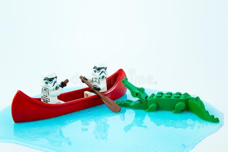乐高星球大战桨逃脱的鳄鱼叮咬 库存图片