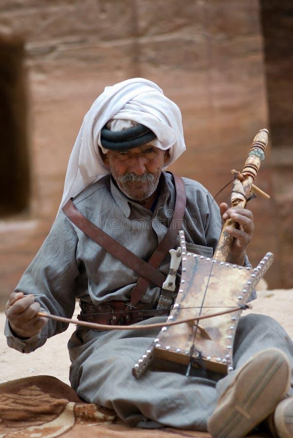 乔丹petra 弹奏传统仪器的流浪的人 免版税库存照片