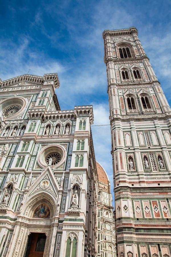 乔托钟楼在1436年和圣母百花圣殿奉献的 免版税库存照片