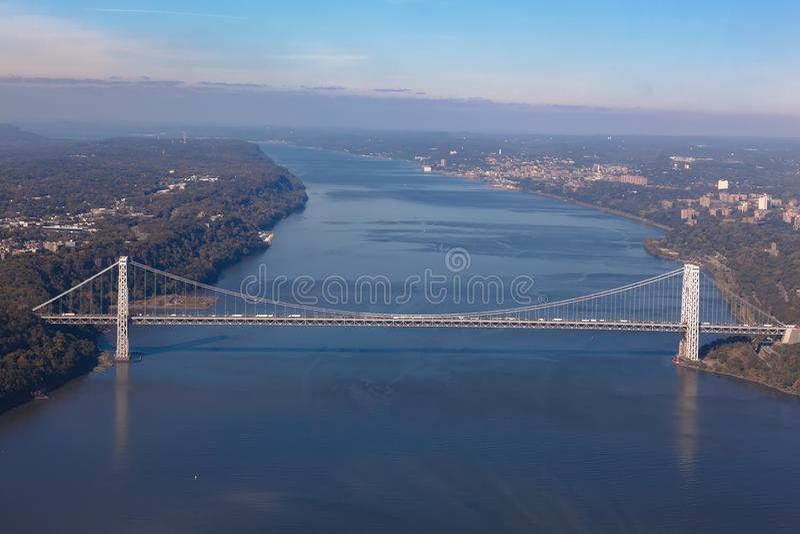 乔治・华盛顿桥梁在纽约在美国 空中直升机视图 全视图 免版税库存图片