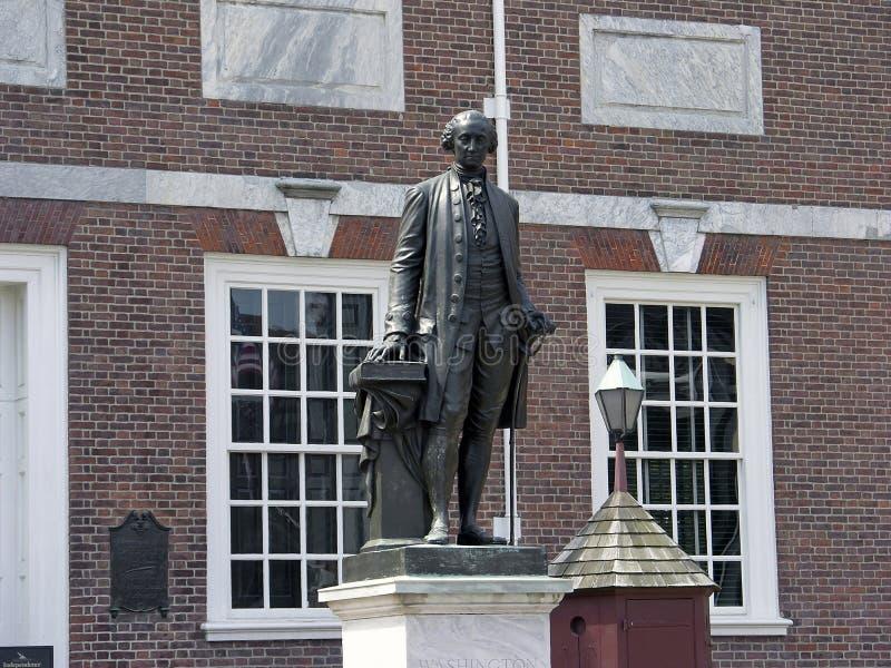 乔治・华盛顿独立霍尔雕象 免版税图库摄影
