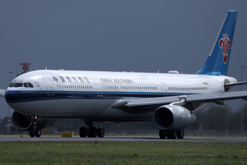乘出租车在史基普机场,AMS的中国南方航空股份有限公司 库存照片