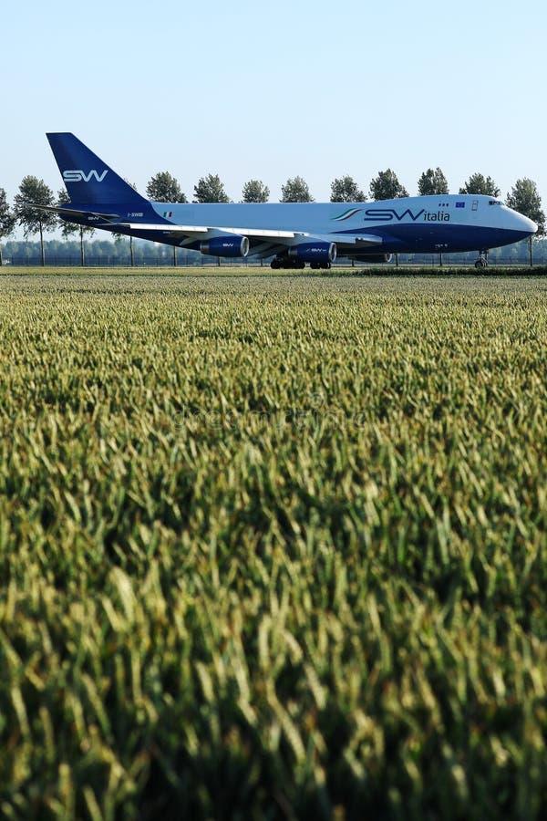 乘出租车在阿姆斯特丹史基浦机场,AMS的丝绸方式意大利飞机 库存照片
