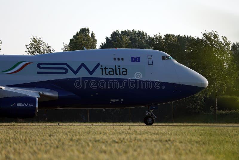 乘出租车在阿姆斯特丹史基浦机场,AMS的丝绸方式意大利飞机 免版税图库摄影