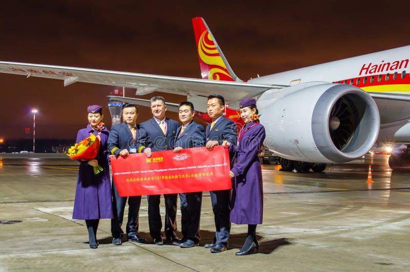 乘员组波音787 Dreamliner海南航空,机场普尔科沃,俄罗斯圣彼德堡2017年11月22日, 库存照片