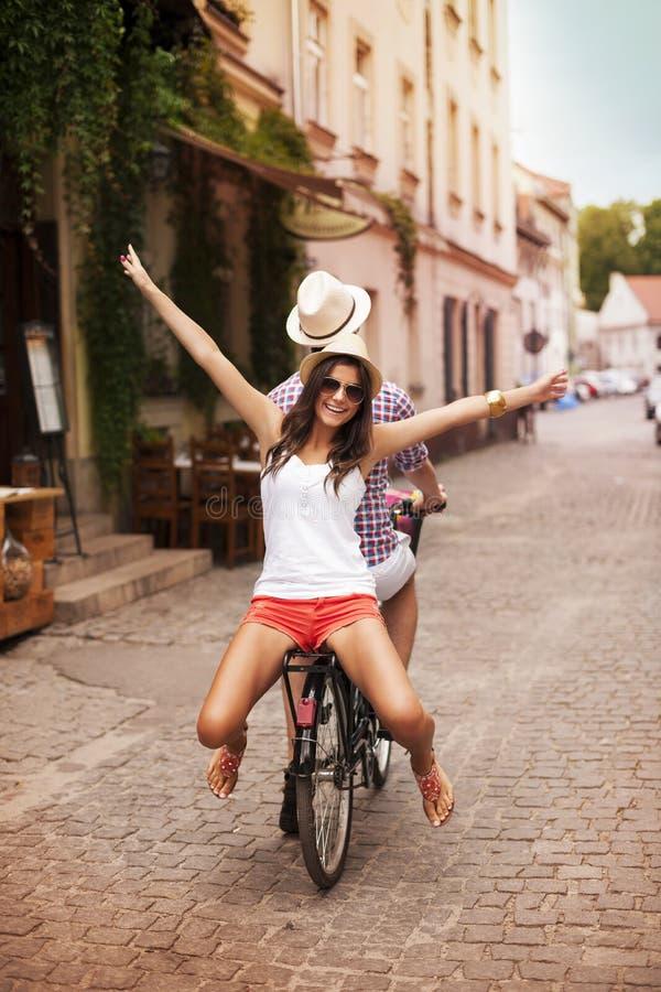 乘坐在自行车 库存图片