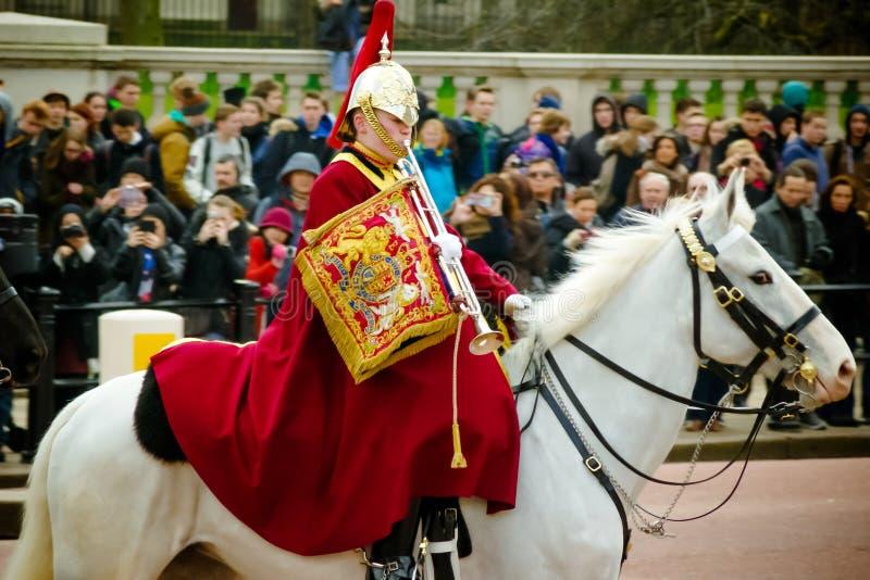 乘坐在马的卫兵 免版税库存照片