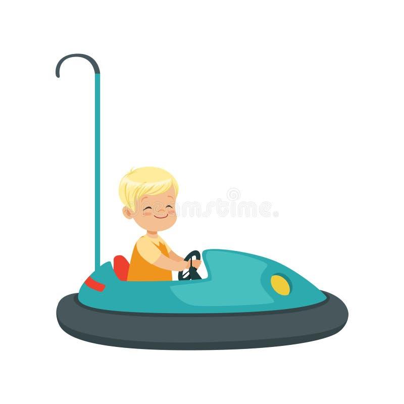 乘坐碰撞用汽车,孩子的逗人喜爱的小男孩获得一个乐趣在游乐园动画片传染媒介例证 库存例证
