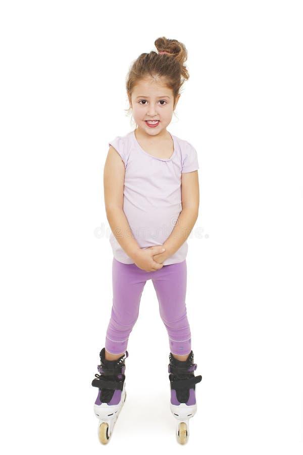 乘坐路辗的小俏丽的女孩 免版税库存图片