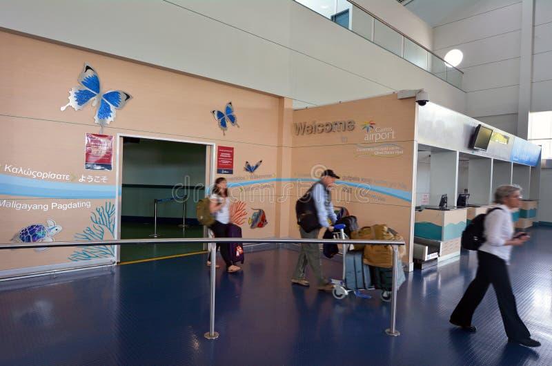 乘客在凯恩斯机场昆士兰澳大利亚到达 库存图片