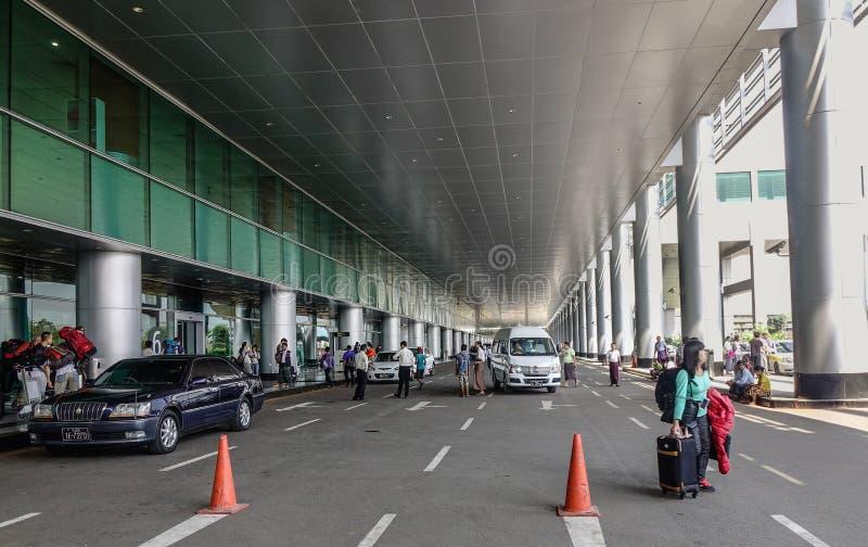 乘客机场的提取区域 库存图片