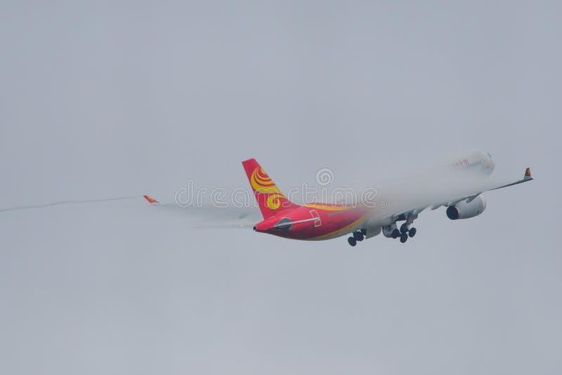 乘客飞机在东京成田机场 免版税库存照片