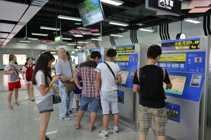 乘客购买票 免版税库存图片