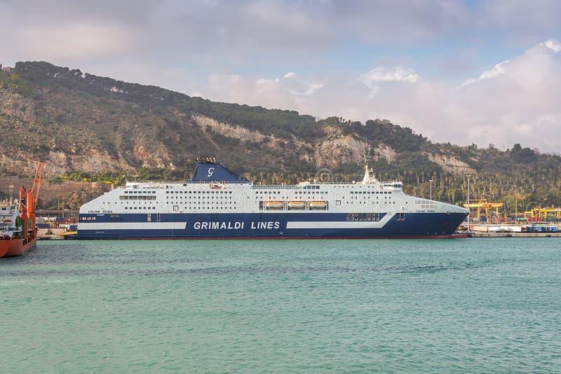 乘客MS巡航在巴塞罗那,西班牙港的罗马船  免版税库存照片
