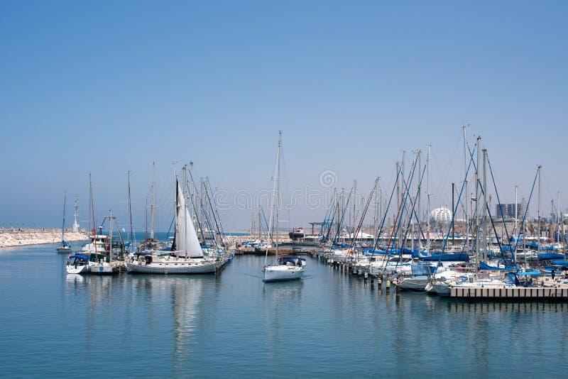乘快艇的社区在地中海 库存图片