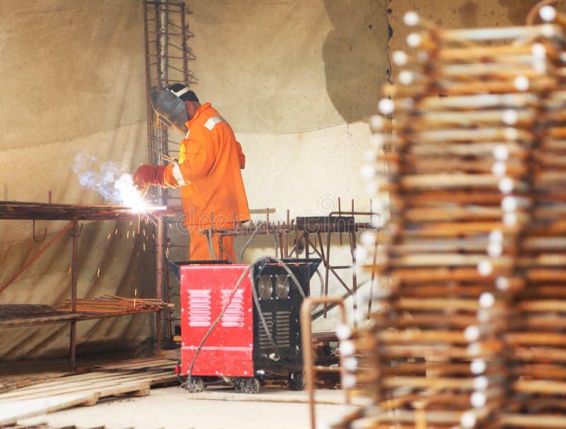 乙炔滤栅金属火炬焊接工作者 库存图片