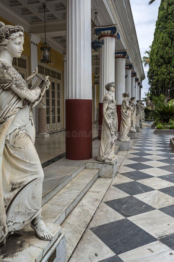 九个冥想的雕象在Achilleion宫殿,科孚岛海岛的  Achilleion由奥地利的女皇Elisabeth修造,叫作 免版税库存照片
