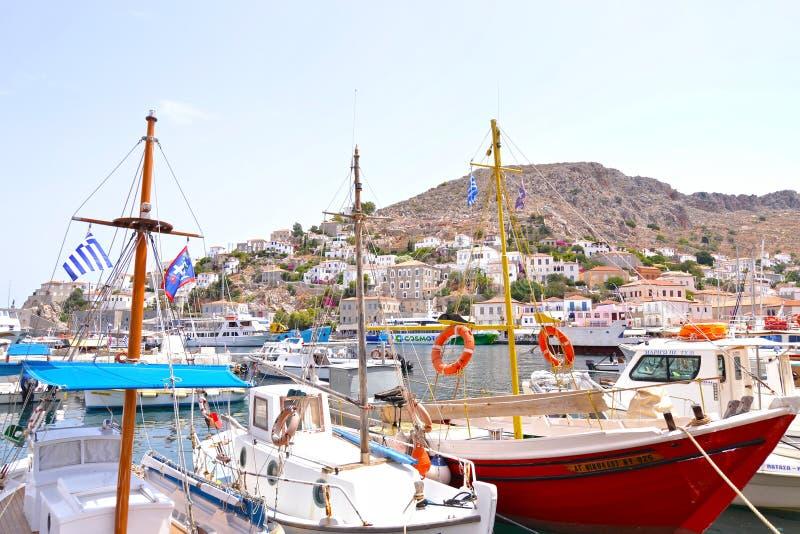 九头蛇海岛Saronic海湾希腊-在一个小口岸的传统渔船风景  图库摄影