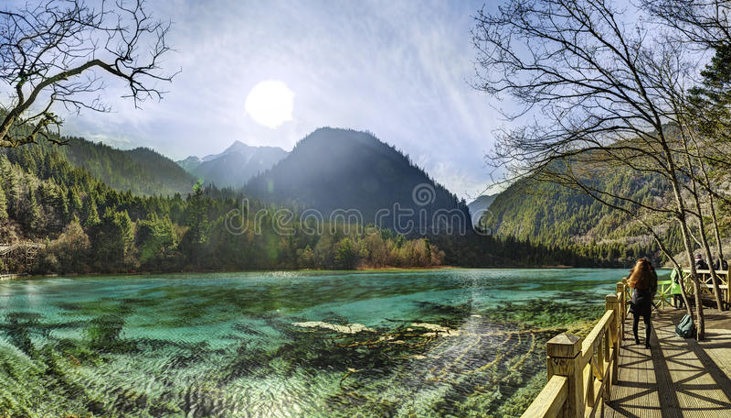 九寨沟Shuzheng谷的,中国闪耀的湖 库存图片