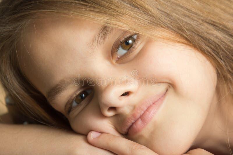 九岁的女孩特写镜头画象  图库摄影