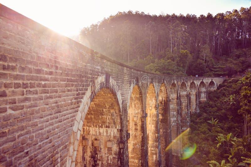 九曲拱桥梁 免版税图库摄影