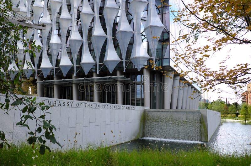 九榆木新的伦敦美国使馆 库存照片