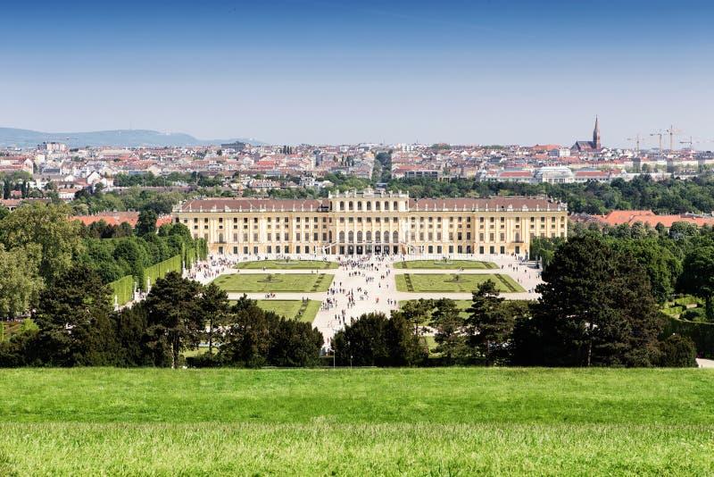 维也纳和Schonbrunn宫殿全景  库存图片