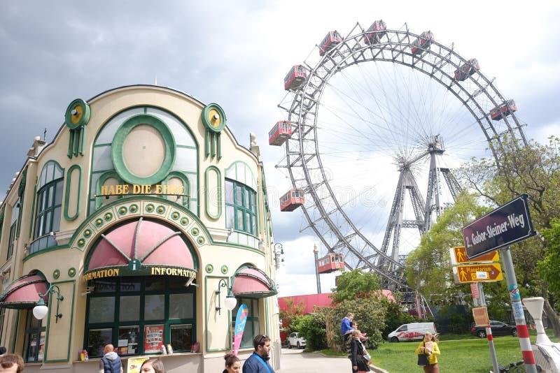 维也纳,奥地利- 2016年5月16日:在Prater公园的熏肉香肠Riesenrad 库存图片