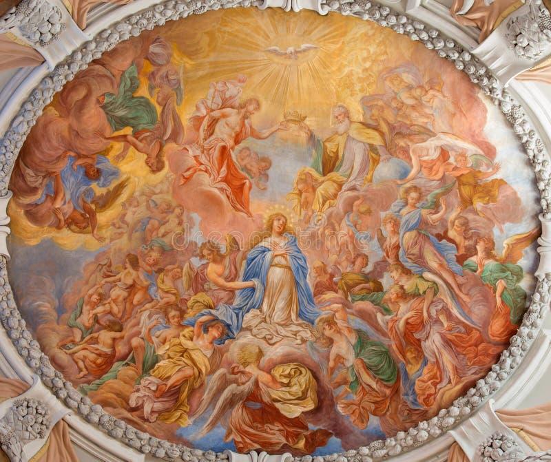 维也纳-圣洁玛丽的加冕巴洛克式的壁画从修道院教会圆屋顶的在克洛斯特新堡 免版税库存照片