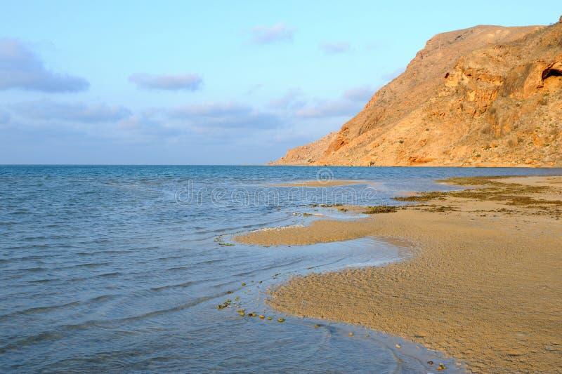 也门。 索科特拉岛。 Detwah盐水湖 库存照片