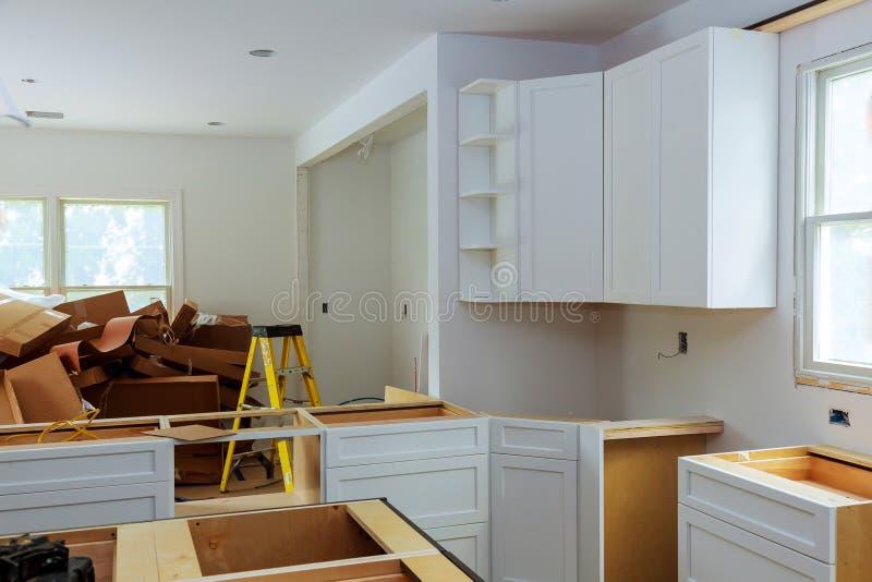 习惯厨柜以设施各种各样的阶段  免版税库存照片