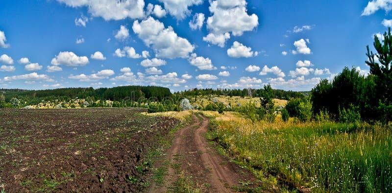 乡下公路。 库存图片