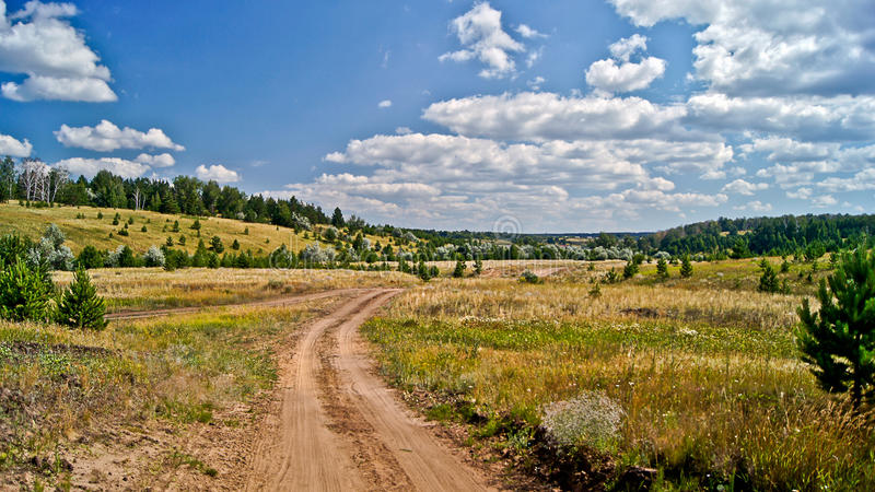 乡下公路。 免版税图库摄影