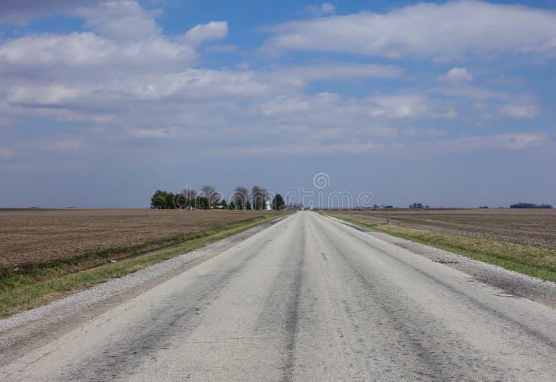 乡下公路在中西部美国 免版税库存照片