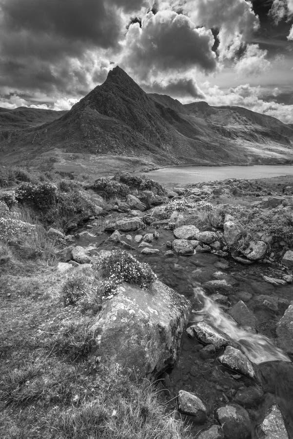 乡下的惊人的风景图象在Llyn Ogwen附近的在Sno 库存图片