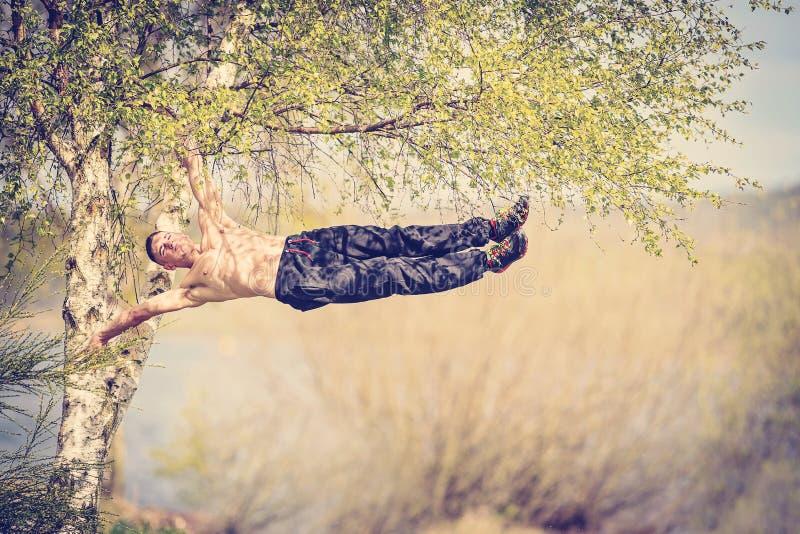 乡下锻炼女子柔软体操 免版税库存图片