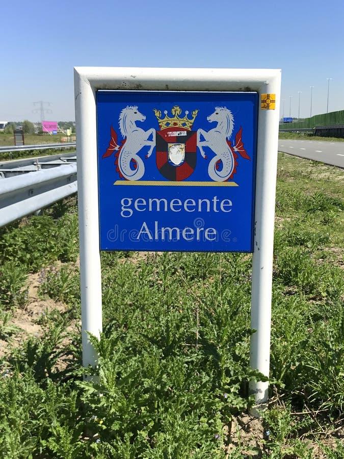 乡市的入口标志阿尔梅勒 库存照片