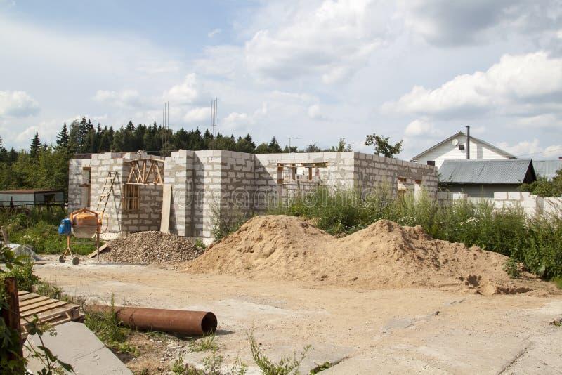 乡间别墅的外部建设中 哪个Th的站点 库存图片